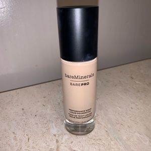 BAREPRO® PERFORMANCE WEAR FOUNDATION in SATEEN